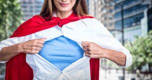 假装妇女的综合的图象是超级英雄 免版税库存图片