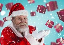 假装的圣诞老人拿着数字式引起的圣诞节礼物 库存图片