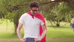 假装的父亲和的儿子是超级英雄 股票视频