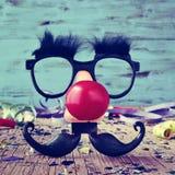 假玻璃、小丑鼻子和髭 免版税图库摄影