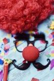 假玻璃、小丑鼻子和髭 图库摄影