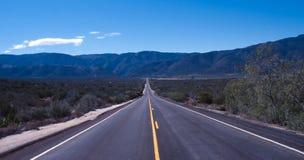 偏僻加利福尼亚的高速公路 库存照片