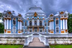 偏僻寺院亭子在Tsarskoe Selo,圣彼德堡,俄罗斯 图库摄影