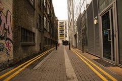 偏僻的伦敦胡同后面 库存图片