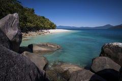 偏僻的小海湾, Fitzroy海岛 免版税库存图片