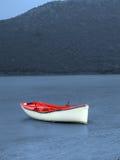偏僻的小船 免版税图库摄影