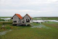 偏僻的房子在湖 免版税库存照片
