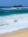 偏僻的海洋船 免版税库存图片