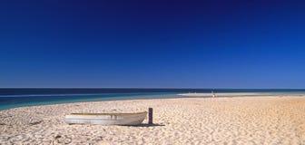 偏僻的海滩 库存照片