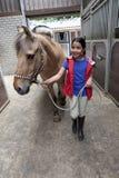 偏爱的女孩她的马一点 库存照片