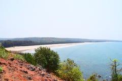 偏僻和平静的Bhandarpule海滩, Ganpatipule,拉特纳吉里,印度 库存图片