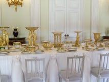 偏僻寺院一个餐桌设置在宫殿 库存图片