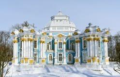 偏僻寺院亭子在Tsarskoe Selo 免版税图库摄影