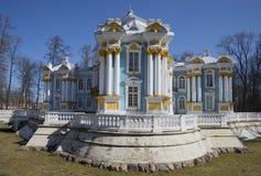 偏僻寺院亭子4月天 Tsarskoye Selo 免版税库存图片