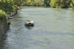偏僻的小船 免版税库存图片