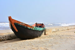 偏僻的小船 免版税库存照片