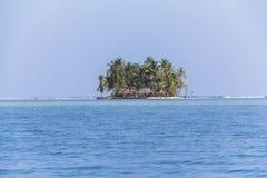 偏僻的海岛在加勒比,圣布拉斯海岛 免版税库存图片