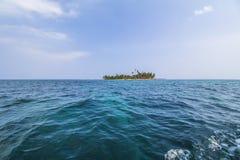 偏僻的海岛在加勒比,圣布拉斯海岛 免版税库存照片