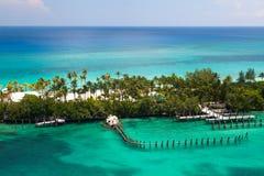 偏僻的海滩在巴哈马 免版税库存照片