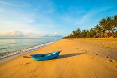 偏僻的海滩在黎明5 免版税库存照片