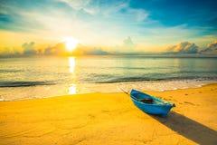 偏僻的海滩在黎明6 图库摄影
