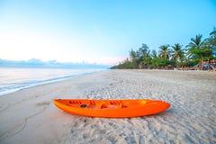 偏僻的海滩在黎明2 免版税库存照片