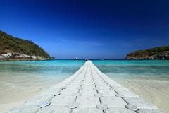 偏僻的热带海滩 免版税库存照片