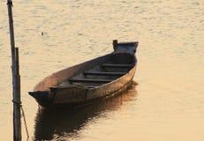 偏僻的独木舟 免版税图库摄影