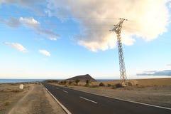 偏僻的路在沙漠 免版税库存照片
