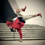 做一个手立场的Breakdancer 免版税库存照片