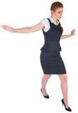 做一次平衡操作的女实业家 免版税库存照片