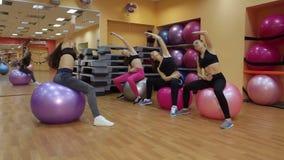 做与健身球的四个女孩体育在健身房 影视素材