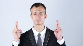 做与发怒手指的年轻人一个愿望 免版税图库摄影