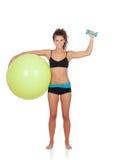 做与球的妇女pilates 库存照片