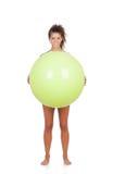 做与球的妇女pilates 库存图片