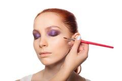做与红色的专业化妆师魅力 库存照片