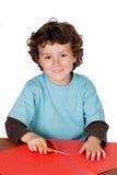 做与纸板和剪刀的孩子工艺 库存图片