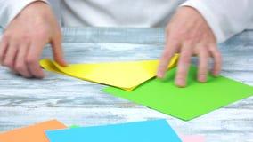 做与黄色和绿皮书的origami 影视素材