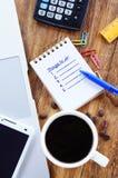 做事 有文本的小笔记本在桌上 库存照片