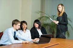 做介绍妇女的商业 免版税库存照片
