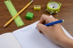 做他的在笔记薄的偶然男孩家庭作业 库存照片