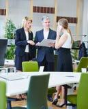 做企业的队谈论和 免版税图库摄影