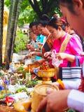 做优点,佛教徒,老挝的人们 免版税库存图片