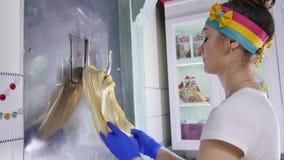 做传统焦糖糖果 焦糖糖果制造  舒展在勾子的焦糖特写镜头  影视素材