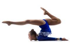 做体操的灵活的女孩 库存图片