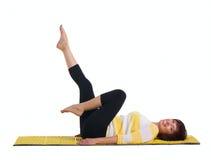 做体操锻炼的成熟妇女 免版税图库摄影