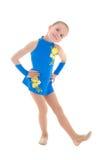 做体操锻炼的逗人喜爱的儿童女孩隔绝在白色 免版税库存照片