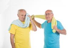 做体育的两名老人 库存图片