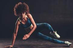 做体育的美国黑人的女孩 库存照片
