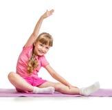 做体育锻炼的小女孩 库存图片